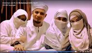Tidak mudah wanita menerima kenyataan suaminya untuk menikah lagi atau berpoligami. Salah satu Ustaz yang sukses dengan poligami adalah Ustaz Arifin Ilham. Melalui media sosialnya, ia berbagi 10 pilar rumah tangga. (Instagram/kh_m_arifin_ilham)