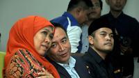 Menteri Sosial Khofifah Indar Parawansyah (kiri) saat menghadiri Temu Karya Nasional VII Karang Taruna di Jakarta, Rabu (20/5/2015). Pemerintah menargetkan menurunkan kemiskinan yang saat ini 10,96 persen menjadi 7 persen. (Liputan6.com/Helmi Afandi)