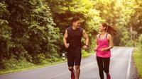 Pria dan wanita tengah jogging. (Shutterstock)