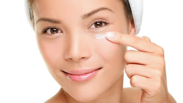 5 Mitos Perawatan Kecantikan, Tak Perlu Pakai Krim Mata? - Health ...