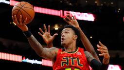 John Collins merupakan salah satu pemain yang berjasa mengantar Atlanta Hawks mencapai babak final wilayah timur. Walapun dihentikan oleh Milwaukee Bucks, duet impresifnya bersama Trae Young dapat menyulitkan tim lawan. (Foto: Getty Images via AFP/Kevin C. Cox)