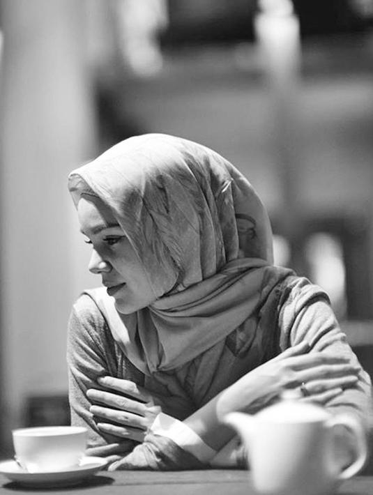 Di balik kehidupan Dewi Sandra yang kini terlihat bahagia, ternyata juga pernah menyimpan cerita masa lalu yang kelam. Ia sempat ingin bunuh diri pascacerai dari Glenn Fredly.  (Instagram/dewisandra)