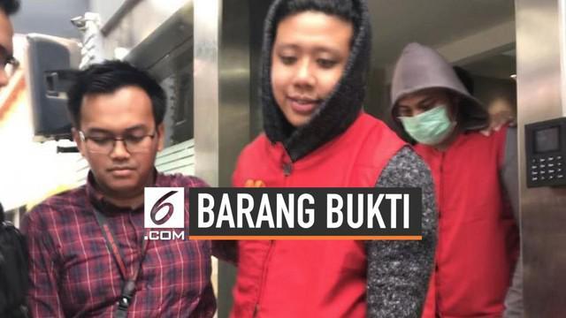 Setelah ditetapkan menjadi tersangka, Kepolisian juga telah menggeledah rumah Rey Utami dan Pablo Benua di Sentul, Bogor, Kamis (11/7/2019). Sayangnya, rumah tersebut digeledah dalam keadaan sudah kosong. Humas Polda Metro Jaya, Kombes Pol Argo Yuwon...