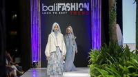 Jika ingin tampil lebih fashionable dengan modest wear dengan hijab, maka Anda bisa mencoba teknik layering.