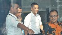 Anggota Komisi I DPR dari fraksi Golkar Fayakhun Andriadi usai menjalani pemeriksaan di gedung KPK, Jakarta, Selasa (25/4). (Liputan6.com/Helmi Afandi)
