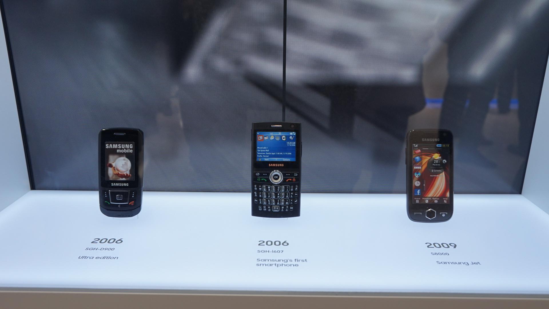 Samsung juga memamerkan smartphones lawasnya yang memiliki nilai sejarah untuk perusahaan (Liputan6.com/ Agustin Setyo W)