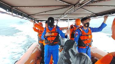 Proses pencarian 4 ABK kapal Ikan Mina Maritim 138 Gorontalo Utara (Arfandi Ibrahim/Liputan6.com)