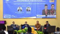 Peneliti Naskah Kuno Ogan Komering Ilir Sumsel memaparkan hasil penelitian di Hotel Grand Inna Palembang Sumsel (Liputan6.com / Nefri Inge)
