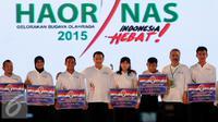 Menpora, Imam Nahrawi (keempat kiri) berfoto bersama atlit peraih penghargaan pada Hari Olahraga Nasional ke-32 di Istora Senayan Jakarta, Rabu (9/9/2015). (Liputan6.com/Helmi Fithriansyah)