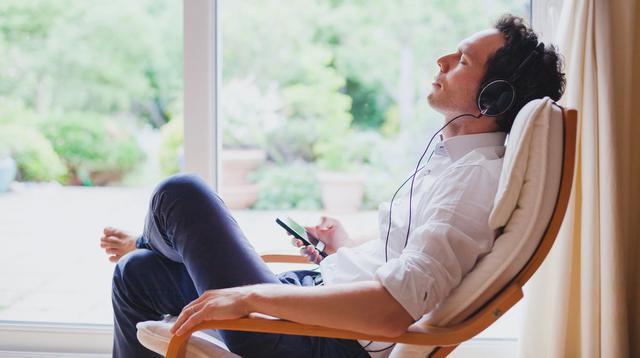 Ayo Dengarkan Musik untuk Atasi Badan Lemas (Ditty about summer/shutterstock)