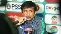 Pelatih Timnas Indonesia U-19, Indra Sjafri setelah laga semifinal Piala AFF U-19 2018, Kamis (12/7/2018) di Stadion Gelora Delta, Sidoarjo. (Bola.com/Aditya Wany)