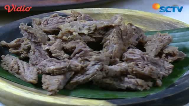 Nasi liwet dengan 9 macam menu lauk ini seru dinikmati beramai-ramai.