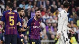 Sergio Ramos dan Lionel Messi adalah rival untuk waktu yang lama. Keduanya acap kali terlibat dalam friksi pada duel-duel panas di El Clasico. (Foto: AFP/Javier Soriano)