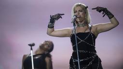 Penyanyi AS Bebe Rexha saat tampil di atas panggung Rock in Rio, di Olympic Park, di Rio de Janeiro, Brasil (27/9/2019). Festival Rock in Rio yang berlangsung seminggu ini dihadiri bintang-bintang internasional. (AFP Photo/Mauro Pimentel)