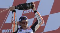 Pebalap Repsol Honda, Marc Marquez, puas bisa memenangi gelar MotoGP 2017 dengan persaingan yang sangat ketat. (AP Photo/Alberto Saiz)