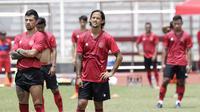 Pemain Timnas Indonesia saat sesi latihan di Stadion Madya, Jakarta, Selasa, (18/2/2020). Untuk meningkatkan performa kiper, Shin Tae-yong menambah porsi waktu latihan. (Bola.com/M Iqbal Ichsan)