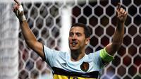 Pemain Belgia, Eden Hazard merayakan golnya saat melawan Hungaria pada babak 16 besar Piala Eropa 2016 di Stadon Municipal, Toulouse, Prancis, Senin (2//2016) dini hari WIB.  Belgia menang 4-0. (EPA/Rungroj Yongrit)