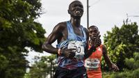 Pelari Kenya, Joseph Kiprono ditabrak mobil saat mengikuti lomba di Kolombia (Joaquin SARMIENTO / AFP)
