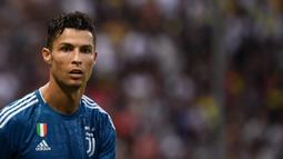 1. Cristiano Ronaldo - Juventus mendatangkan Ronaldo dengan badrol harga 100 juta euro. (AFP/Marco Bertorello)