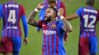 Memphis Depay. Striker berusia 27 tahun yang baru didatangkan Barcelona dari Lyon ini telah menebar ancaman di lini depan Blugrana dengan gol dan assist nya di laga pra-musim. Musim lalu ia berhasil mencetak 20 gol bagi Lyon dalam 37 laga di Ligue-1. (Foto: AFP/Pau Barrena)