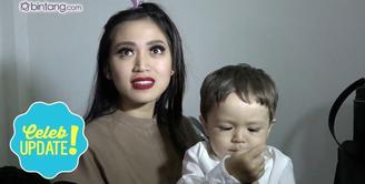 Rafathar Malik Ahmad berhasil memenangkan Kategori Kid Celeb 2K16 di Indonesian Social Media Awards (ISMA) 2K16. Lalu bagaimana reaksi Jessica Iskandar, yang sebelumnya El Barack Alexander juga masuk dalam nominasi kategori tersebut?