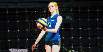 Rusia menjadi gudangnya wanita cantik. Salah satunya adalah Alisa Manyonok.
