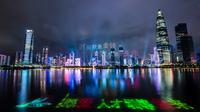 Foto yang diabadikan pada 26 Agustus 2020 ini menampilkan pertunjukan cahaya yang digelar di Shenzhen, Provinsi Guangdong, China. Pertunjukan cahaya tersebut digelar dalam rangka memperingati 40 tahun pembentukan Zona Ekonomi Khusus Shenzhen. (Xinhua/Mao Siqian)