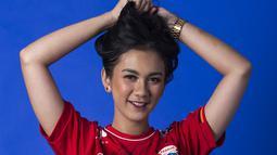Saking cintanya dengan Macan Kemayoran, Suroya punya pengalaman diputuskan oleh pacarnya karena lebih memilih menonton persija Jakarta. (Bola.com/Yoppy Renato)