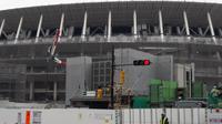Suasana di sekitar Stadion Nasional Tokyo, Jepang, yang tengah direnovasi untuk menggelar Olimpiade 2020. (Liputan6.com/Edu Krisnadefa)