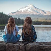 Buat lima shio ini, membela teman lebih penting dari membela pacar. (Sumber foto: unsplash.com)