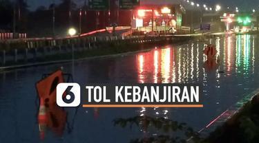 Banjir terjadi di beberapa titik di kawasan di Jakarta dan sekitarnya. Tak terkecuali di jalan tol Jakarta-Serpong yang terendam banjir dengan ketinggian 40 cm hingga 80 cm.