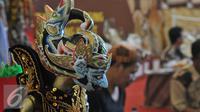 Sebuah wayang golek dipajang saat Festival Naskah Nusantara, Perpustakaan Nasional, Jakarta (14/9/2015). Wayang golek di bandrol 400 ribu rupiah hingga jutaan rupiah. (Liputan6.com/ Gempur M Surya)