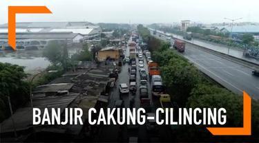 Jalan Cakung-Cilincing padat kendaraan akibat genangan setinggi 30 cm. Berikut pantauan udara banjir Cakung-Cilincing.