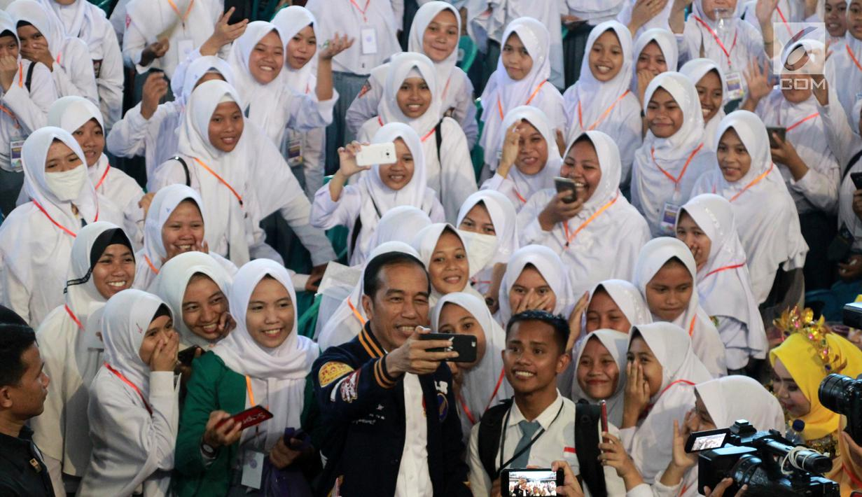 Presiden Joko Widodo Bersama Siswa Sekolah