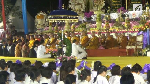 Prosesi perayaan ini, berlangsung hikmat dan kemudian ditutup dengan melakukan ritual pradaksina atau berjalan memutari candi, sebanyak tiga kali.
