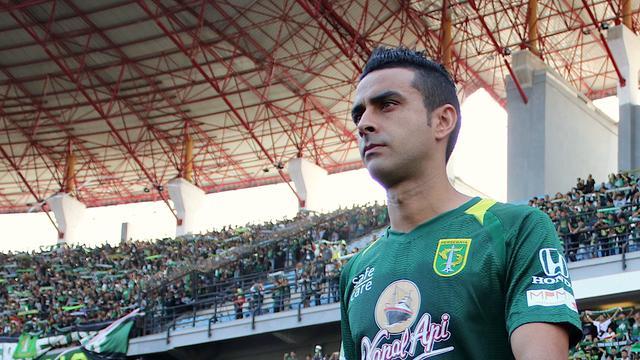 Persebaya Surabaya Bidik 3 Pemain Belakang Anyar Bola