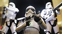 Replika mainan bertema Star Wars dipamerkan juga dalam wahana dunia petualangan intergalaksi 'Star Wars: The Force Awekens', Jakarta, (7/12). Wahana berlangsung hingga 10 Januari 2016. (Liputan6.com/Immanuel Antonius)