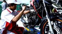 Mengecek performa mesin sangat mudah untuk mengetahui kondisi motor bekas.