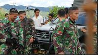 Personel TNI berjaga di Kawasan Napu, Sulawesi Tengah. 3200 personel TNI dan Polri ditugaskan mengejar kelompok Santoso. (Liputan6.com/Mochamad Khadafi)