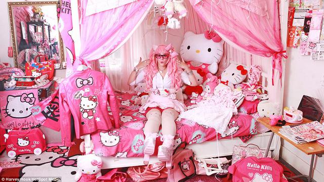 Demi Koleksi Hello Kitty Wanita Ini Rela Habiskan Rp 500 Juta