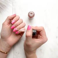 Ilustrasi memakai nail art. (unsplash.com/Element5 Digital)