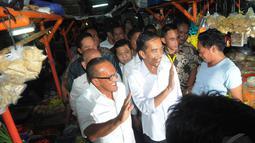 Keduanya kompak mengaku memilih bertemu di pasar tradisional itu karena kedua parpol mengusung ekonomi kerakyatan, Pasar Gembrong, Jakarta Pusat, Selasa (14/5/2014) (Liputan6.com/Herman Zakharia)