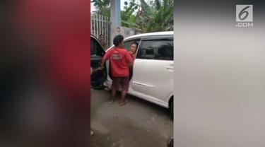 Sejumlah supir angkot kembali melakukan aksi perundungan terhadap taksi online.