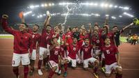 Para pemain Timnas Indonesia merayakan hari proklamasi usai mengalahkan Filipina pada laga SEA Games di Stadion Shah Alam, Selangor, Kamis (17/8/2017). Indonesia menang 3-0 atas Filipina.(Bola.com/Vitalis Yogi Trisna)