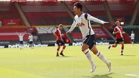 Winger Tottenham Hotspur, Son Heung-min, berhasil mengukir empat gol sekaligus membantu timnya menang 5-2 atas Southampton pada laga lanjutan Premier League musim ini di St Mary's Stadium, Minggu (20/9/2020) malam WIB. (ANDREW BOYERS/POOL/AFP)