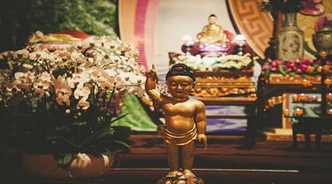 Ilustrasi patung Buddha Hari Raya Waisak 2021