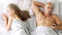 Foto: Ilustrasi Cara Mengetahui Pasangan yang Selingkuh via Online (huffingtonpost.com)