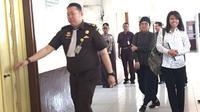 Adik dan kakak angkat hadiri sidang PK Ahok di PN Jakarta Utara, Senin (26/2/2018). (Liputan6.com/Muhammad Radityo Priyasmoro)