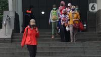Warga keluar dari Stasiun MRT Dukuh Atas BNI, Jakarta, Kamis (21/1/2021). Untuk mencegah penyebaran virus COVID-19, pemerintah memperpanjang pemberlakuan pembatasan kegiatan masyarakat (PPKM) di Jawa-Bali selama 14 hari kedepan, mulai 26 Januari-8 Februari 2021. (Liputan6.com/Helmi Fithriansyah)