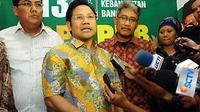 Muhaimin Iskandar (tengah) didampingi Helmy Faishal Zaini (kedua kanan) memaparkan rencana 100 hari pertama usai pengumuman Kabinet Indonesia Bersatu II, di kantor DPP PKB, Menteng, Jakarta. (ANTARA)